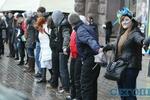 Евромайдан vs Майдан от Партии регионов: цепь до ЕС, мокрые флаги и свежие картины