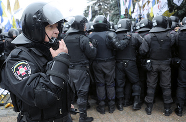 "<p>На Банковой и сейчас дежурит ""Беркут"". Фото: zn.ua</p>"
