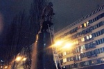 В Киеве митингующие пытались свалить памятник Ленину