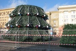 В Харькове собирают главную елку