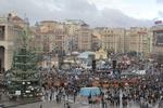 Как митингует Киев: баррикады из новогодней елки, полевые кухни и костры в бочках
