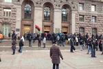 Митингующие вернули сотрудникам КГГА компьютеры