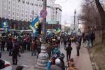 Как митингующие с флагами шли мимо Рады и Кабмина