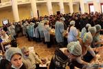 """""""Штаб революции"""" изнутри: В КГГА собирают подписи против Януковича, спят на ковриках и нарезают колбасу"""