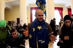 В КГГА собирают подписи за отставку Януковича и Кабмина