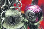 Елочные игрушки от Гитлера показали в Германии