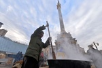 Центр Киева перекрыла милиция, на Евромайдане молятся