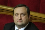 Арбузов считает бессмысленными перевыборы парламента и правительства