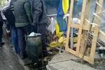 На заснеженный Майдан привезли дрова и щепки