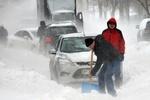 На Сумщине автомобили уже начинают застревать в снежных сугробах