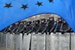 """""""Беркут"""" и милиция заблокировали дорогу к Кабмину"""