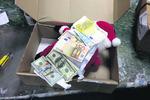 """Таможня """"поймала"""" Деда Мороза с огромной суммой денег"""
