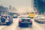 Киевляне ругают первый снег и фотографируют его, стоя в пробках
