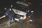 Из-за шторма в Крыму в грязи массово застревают авто