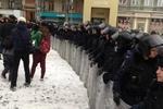 Сотрудники МВД, прибывшие на Михайловскую площадь, перекрыли улицу Грушевского