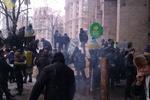 Евромайдан в фото: разрушенный Ленин, баррикады и правоохранители