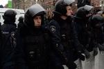 Возле Кабмина начался штурм баррикад