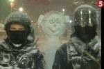 В кордоне милиции у Кабмина появился веселый белый боец с рогами