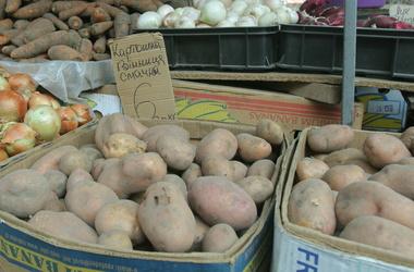 Приготовить куриные бедрышки в духовке с картошкой в рукаве