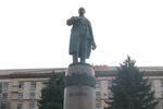 В Днепропетровске митингующие хотят демонтировать памятник Ленину