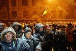Митингующие  отправляются к Дому Офицеров