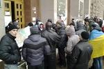 Митингующие в КГГА делают санитарную уборку и говорят, что штурма не боятся