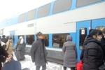 Пассажиры сломавшегося Hyundai поехали дальше на двухэтажном поезде Skoda
