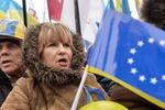 Оппозиция призвала автомобилистов подвозить людей на Майдан