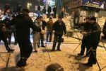 Люди на Майдане строят баррикады из снега и жгут костры