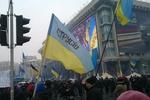 На Майдане раздают хлеб и поют Гимн Украины