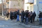 Выборы на округе в Первомайске уже начались:  неизвестные заблокировали нардепов