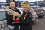 Собачку Фросю, которая с ковриком в зубах бродила в поисках дома, приютила семья из Германии