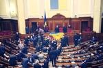 Оппозиция принялась за старое – трибуна заблокирована