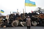 На Евромайдане активно занялись баррикадами