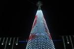 В Днепропетровске открыли 14-метровую елку в стиле hi-tech