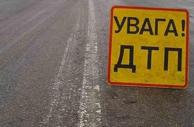 УАЗик з будкою на трасі, біля повороту на Воздвиженске,  злетів у кювет.