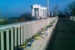 Тещин мост в Одессе стал сине-желтым