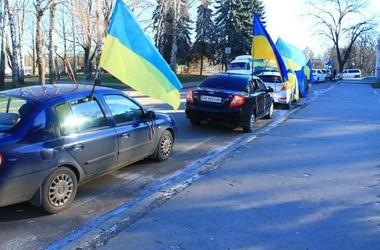 Більше 100 автомайданівців пікетували будинок хмельницького губернатора (ВІДЕО)