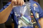В России запретили брать в самолеты детское питание и лекарства