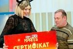 Отцу шестерых детей на ТВ вручили сертификат на 75 тысяч гривен