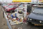 Торговцы превратили киевские улицы в свалку ящиков и гнилых мандаринов