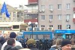 В Харькове забрасывают петардами митинг активистов Евромайдана