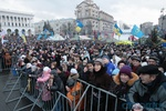 На вече пришла жена побитого Луценко, а активисты стояли даже под дождем