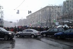 "На Майдане ""титушки"" принялись разбирать баррикады"