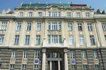 Неизвестные в масках обстреляли петардами прокуратуру Львовской области