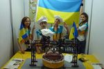 Украинские трансформеры: школьники учат машин украшать торты и сортировать кубики