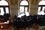 В Черновцах активисты штурмовали здание облсовета