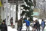 В центре Киева неизвестные штурмовали школу