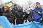 В Киеве протестующие пикетируют здание Генпрокуратуры