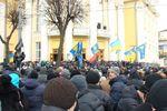 """Активисты в Винницкой ОГА выбирают временную власть и ждут нападения """"титушек"""""""